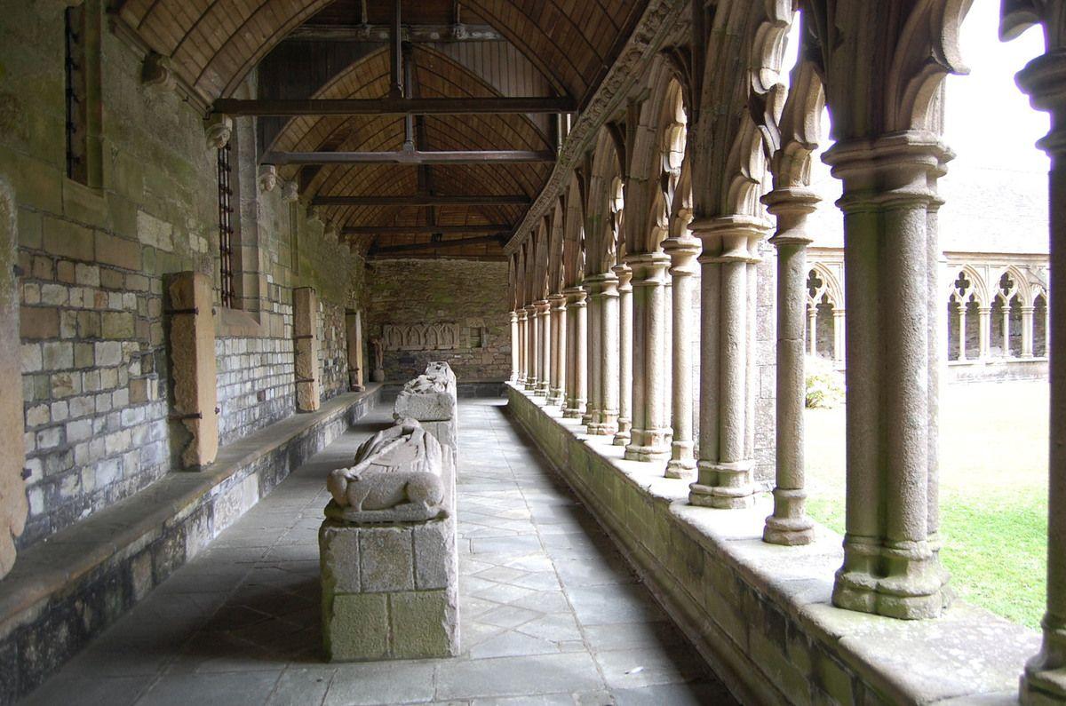 Bretagne - Cathédrale Saint-Tugdual de Tréguier - La cloître - Photos: Lankaart (c)
