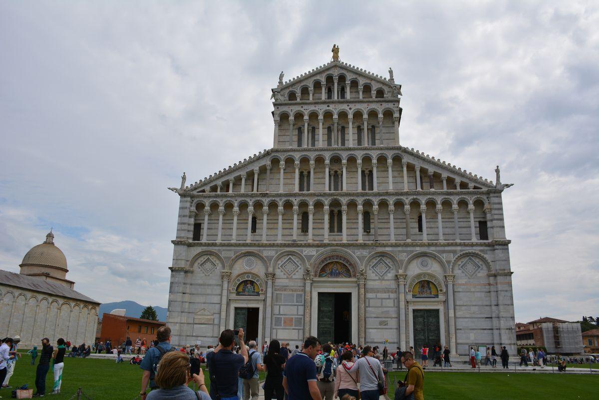 Pise - Vue sur le Campo dei Miracoli devenue la Piazza del Duomo - Photos: lankaart (c)