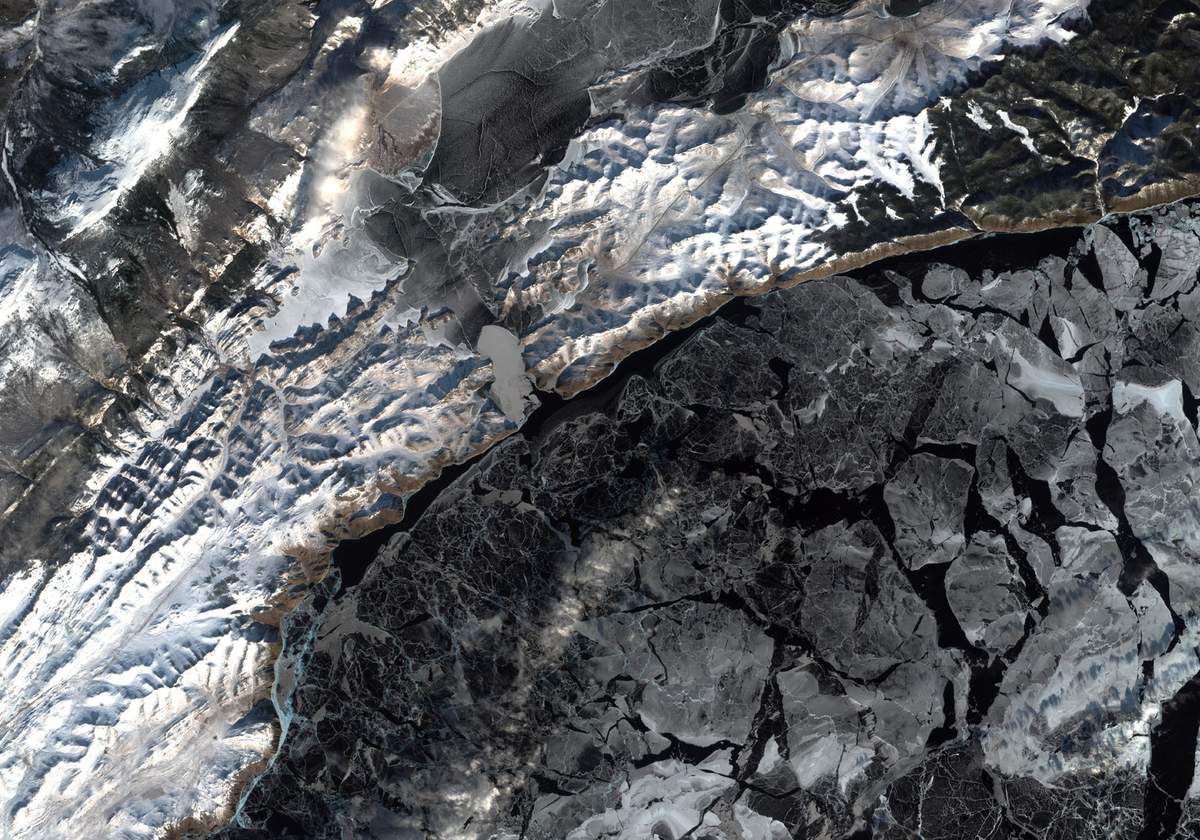 Lac Baikal - Sentinel-2 - Satellite - neige et glace - snow - ice - ESA - Copernicus - European Commission
