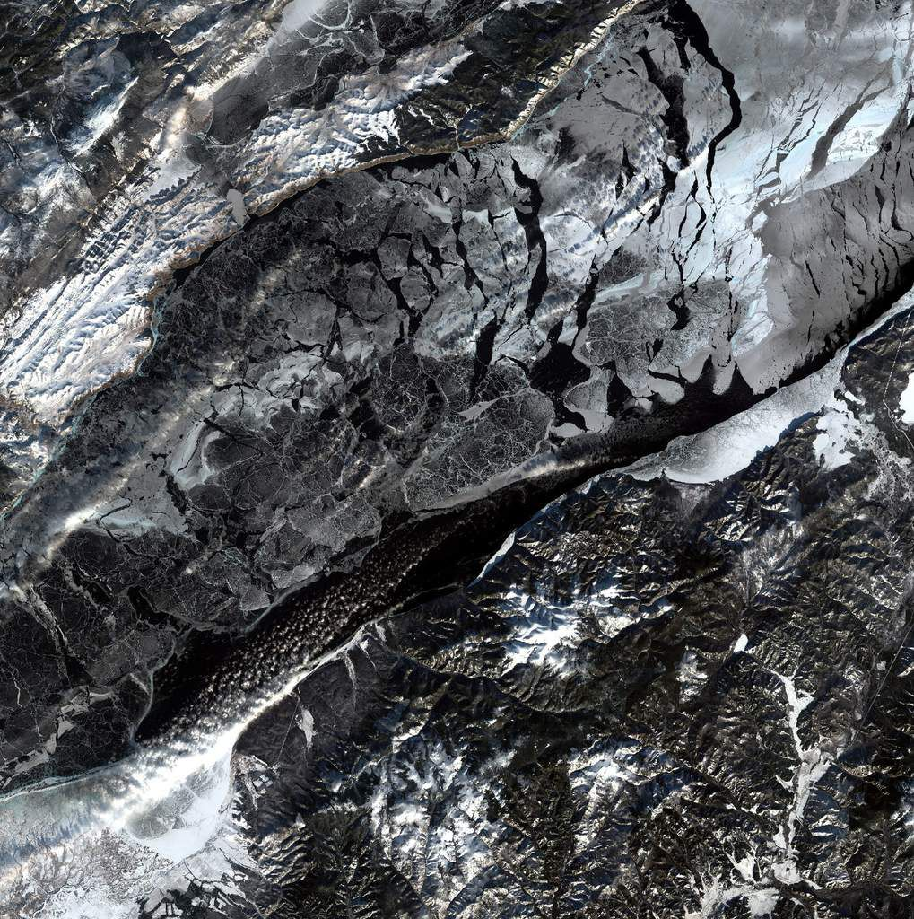 Lake Baikal - Ice - Snow - Glace - Neige - Sentinel-2 - satellite - ESA - European Commission - Copernicus - GMES - Russie