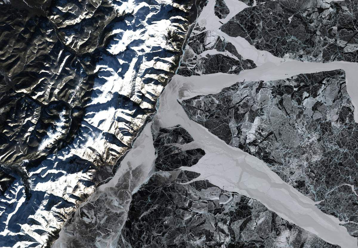 Lac Baikal - satellite - Glace - Lac gelé - Frozen - Neige - Sentinel-2 - satellite - ESA - Copernicus - European Commission