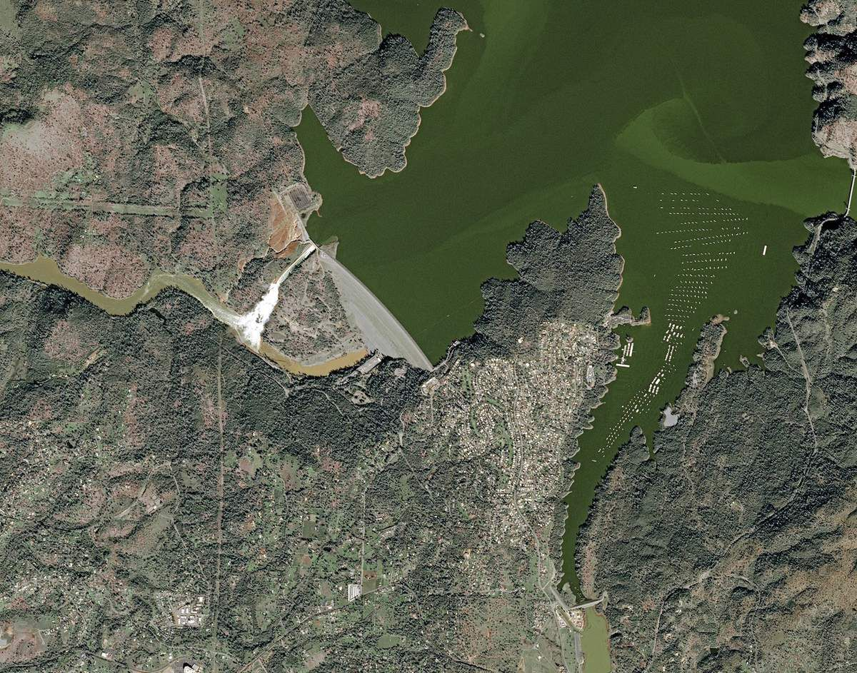 Barrage d'Oroville - Lac Oroville - évacuation - déversoirs endommagés - niveau du lac - urgence - satellite - SPOT 7 - 14 février 2017