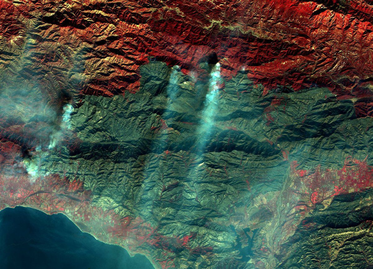 Thomas Fire - Los Padres National Forest - California - Wild fires - Incendies - Feux December 2017 - satellite - Sentinel-2A - Copernicus - ESA - Commission européenne - near infrared - VCFD