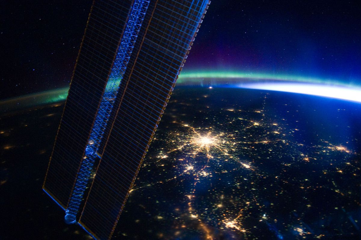 Moscow - seen from space - ISS - Expedition 39 - panneau solaire - aurore boreale - Moscou - ISS - NASA - Russie - Cité des étoiles -TSOUP