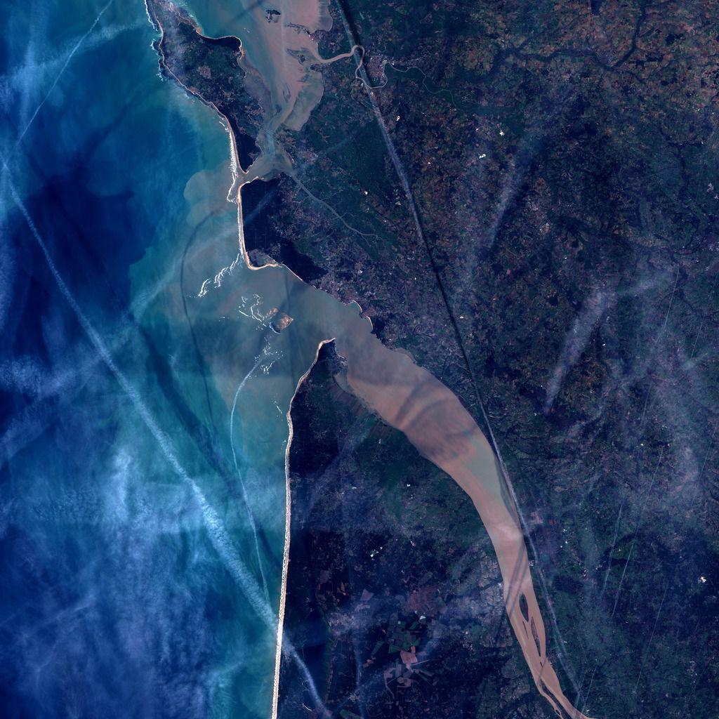 Trainées de condensation - avions - contrails - cotra - Sentinel-2 - satellite - Médoc - Gironde - Bordeaux - Aquitaine - Observation de la Terre - Copernicus - Météo - nuages - Earth observation