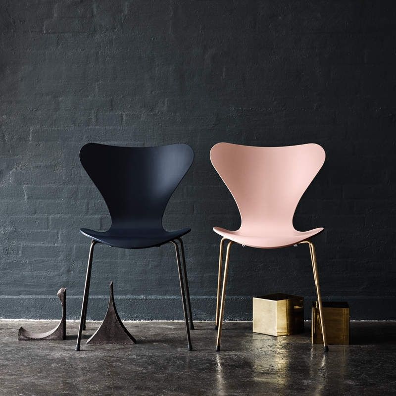 FRITZ HANSEN - 60 YEARS IN PERFECT SHAPE / NEW EDITION OF SERIE 7 CHAIRS
