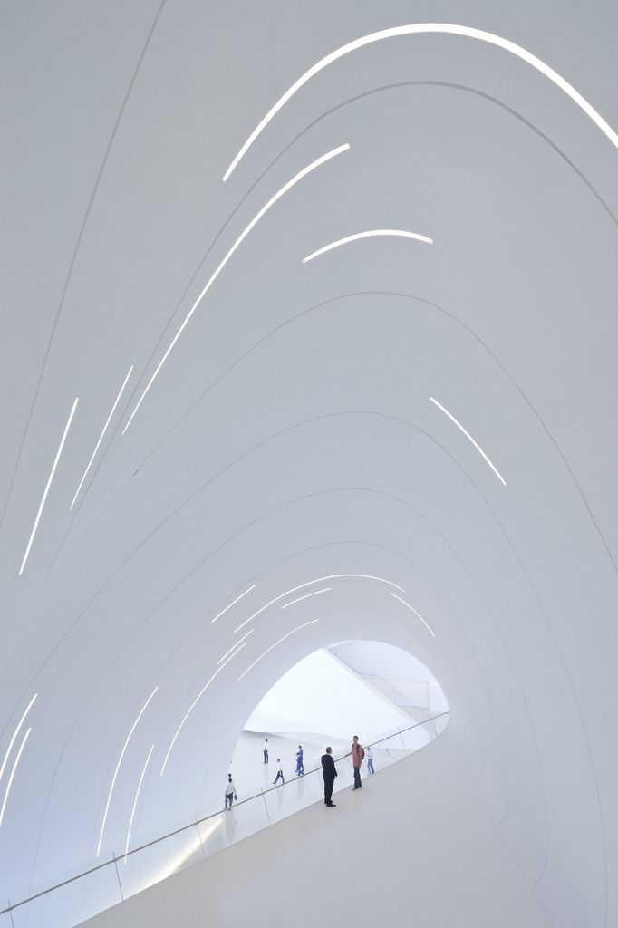Heydar Aliyev Center, Baku by Zaha Hadid : photo (c) Iwan Baan