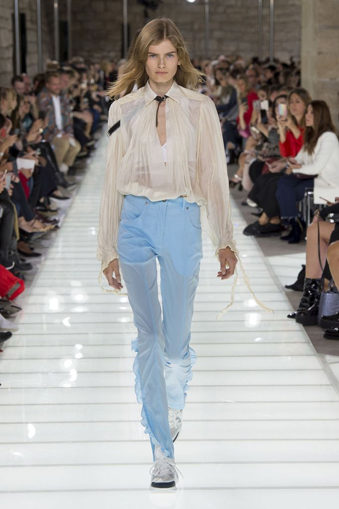 Louis Vuitton ss18 #pfw @louisvuitton