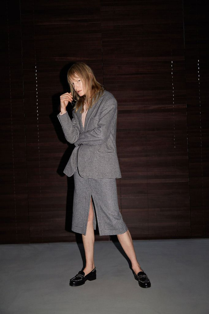 No 21 PRE FALL 2018 WOMENSWEAR COLLECTION DESIGNED BY ALESSANDRO DELL ACQUA AND STARRING KIRSTEN OWEN