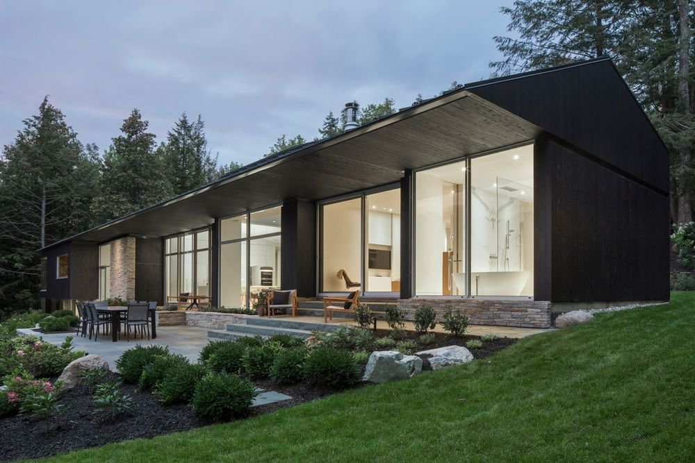 THE SLENDER HOUSE IN OGDEN MEMPHREMAGOG LAKE QUEBEC BY MU ARCHITECTURE
