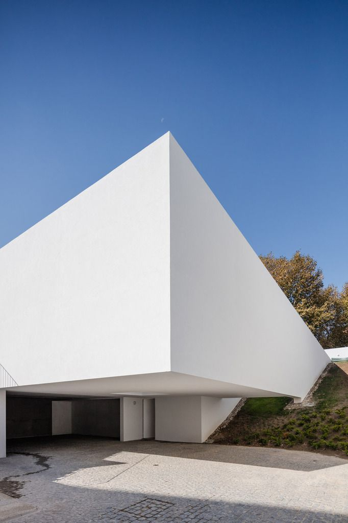A CURVED HOUSE WITH PATIOS, DISCOVER EDJO HOUSE BY NOARQ IN FAMALICÃO, PORTUGAL