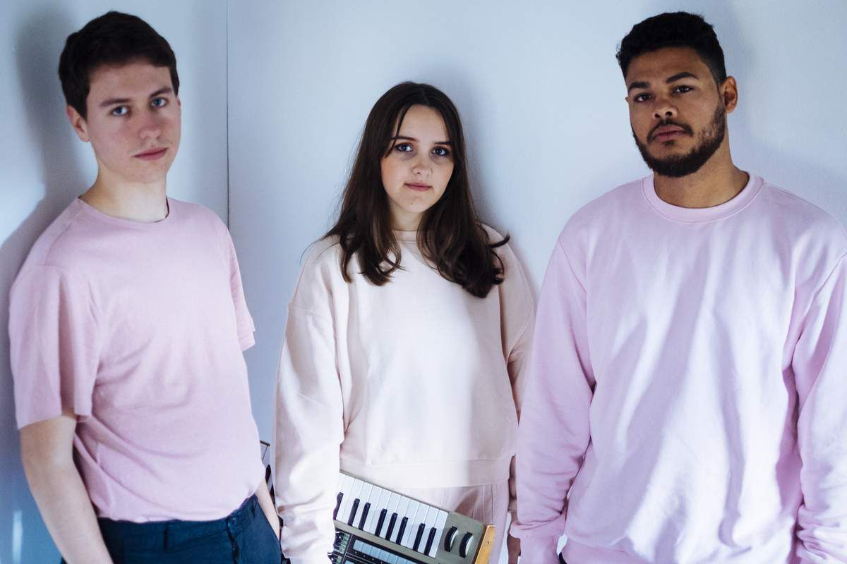 THE DREAMY LISBON GROUP VAARWELL HAVE RETURNED WITH A BRAND NEW TRACK 'STAY'