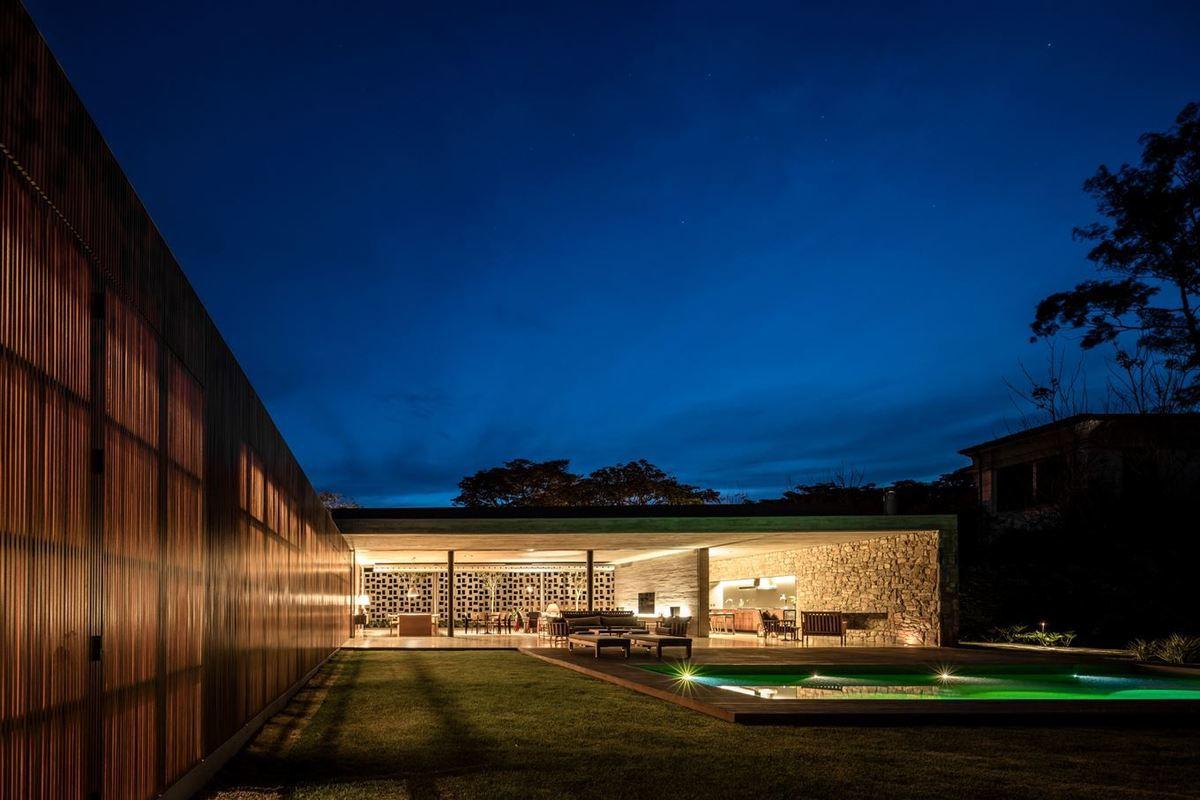 PASQUA HOUSE IN PORTO FELIZ (BRAZIL) by STUDIO MK27, MARCIO KOGAN