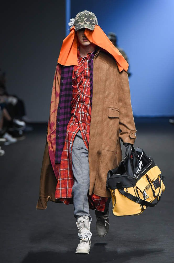 YOUSER 유저 FALL WINTER 2018 19 COLLECTION / SEOUL FASHION WEEK