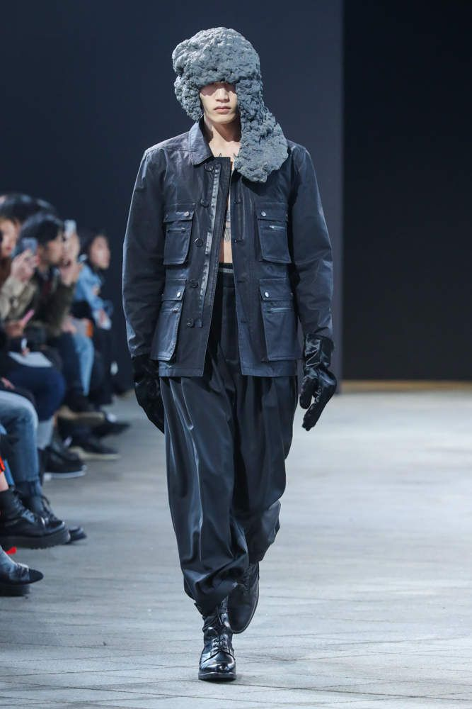 MOHO 모호 FALL WINTER 2018 19 MENSWEAR COLLECTION / SEOUL FASHION WEEK