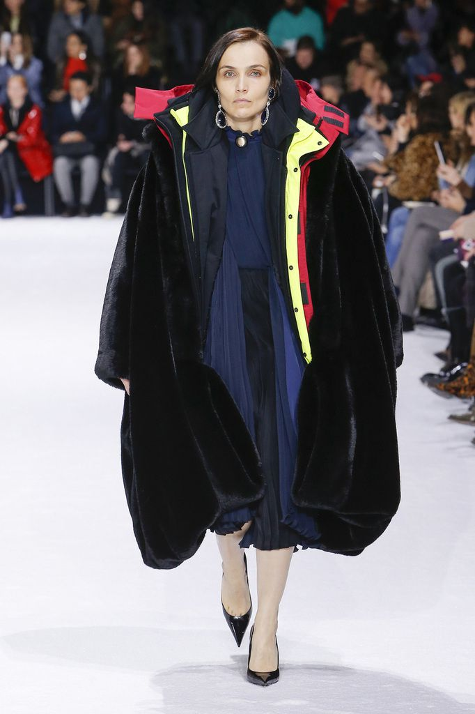 BALENCIAGA FALL WINTER 2018 19 WOMENSWEAR COLLECTION AT PARIS FASHION WEEK