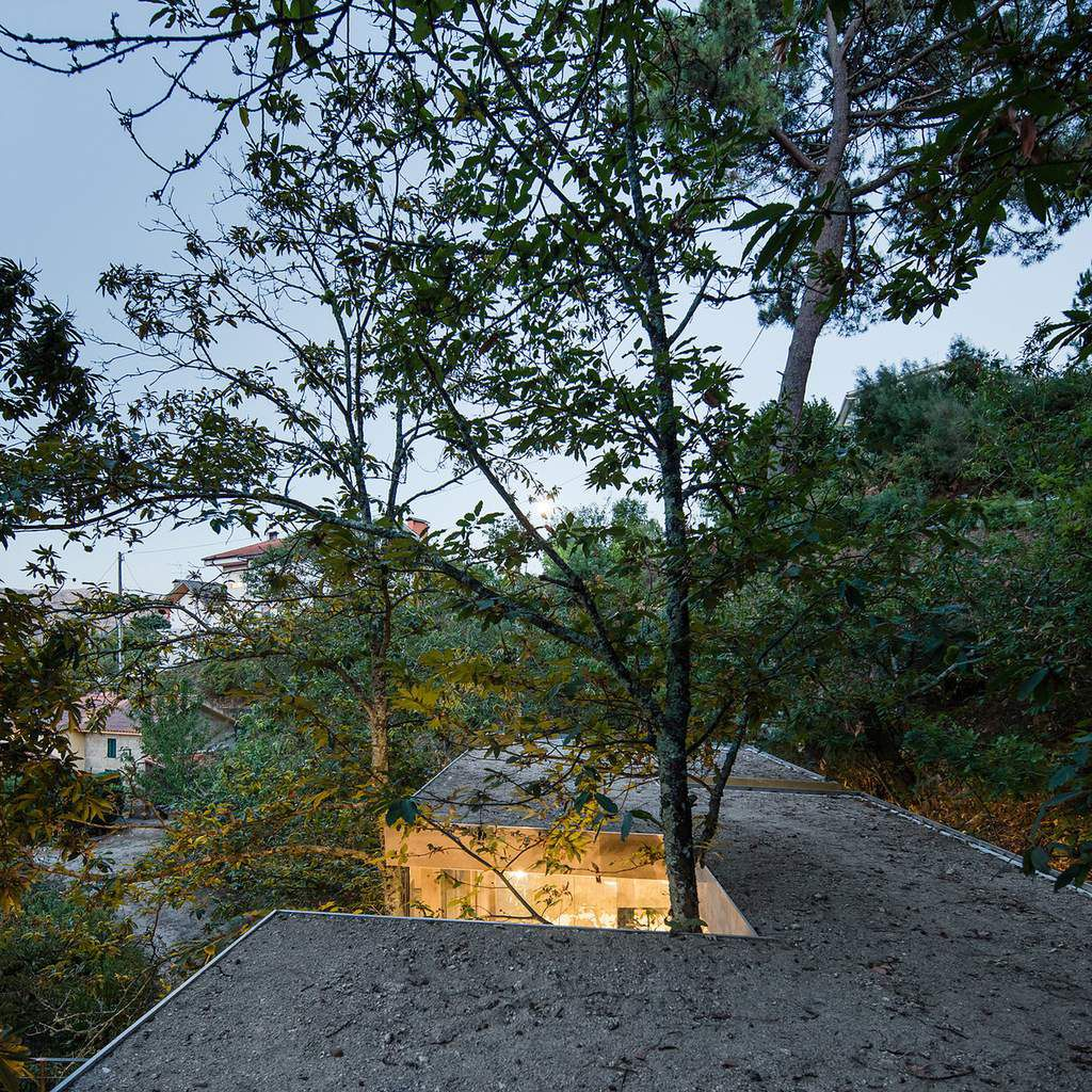 CLOAKED HOUSE BY '3R ERNESTO PEREIRA' ARCHITECTURE STUDIO IN MARCO DE CANAVESES, PORTUGAL