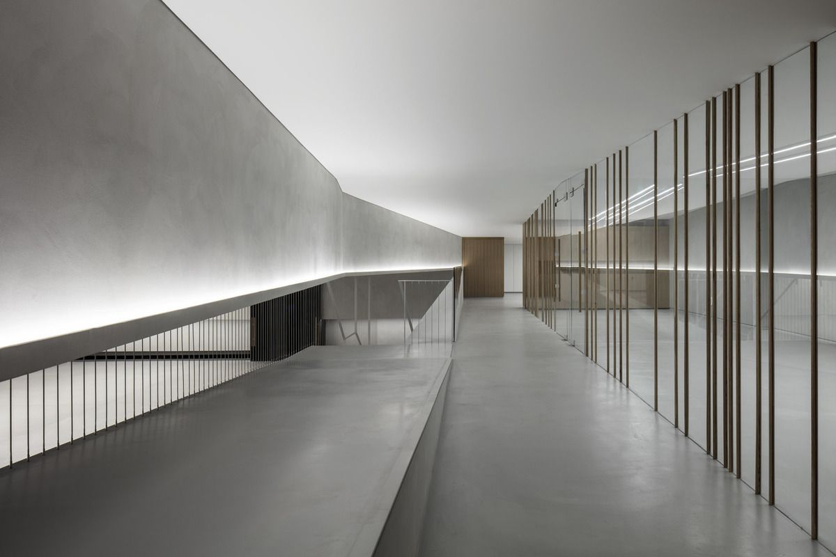 PITARO FURNITURE SHOWROOM BY BARANOWITZ & GOLDBERG ARCHITECTS
