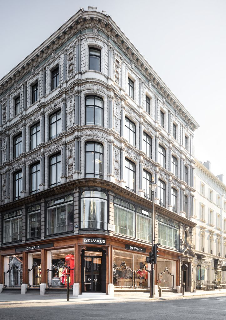 DELVAUX OPENS AN ICONIC NEW BOUTIQUE IN LONDON DESIGNED BY THE ITALIAN STUDIO VUDAFIERI - SAVERINO PARTNERS.