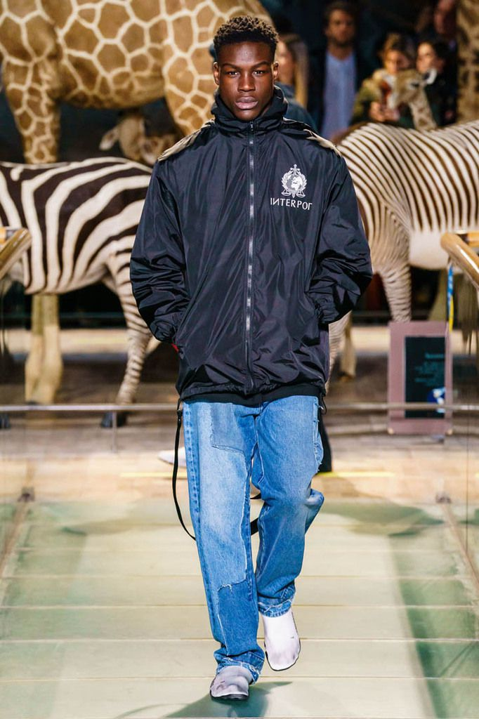 VETEMENTS FALL2019 MENSWEAR COLLECTION PFW