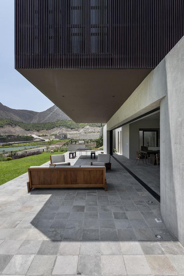CASA TOPO IN LIMA, PERU BY MARTIN DULANTO SANGALLI