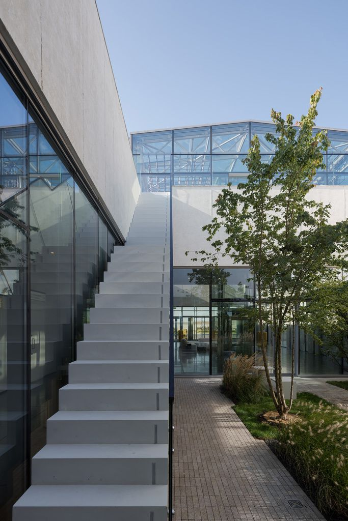 AMBER BUSINESS TERMINAL PLATOV BY NEFA ARCHITECTS