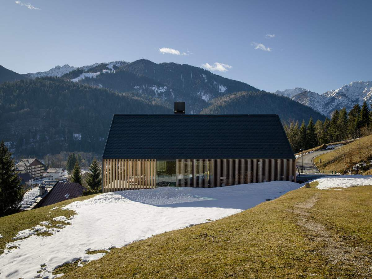 Z HOUSE, AN ALPINE HOUSE BY GEZA ARCHITECTURE STUDIO