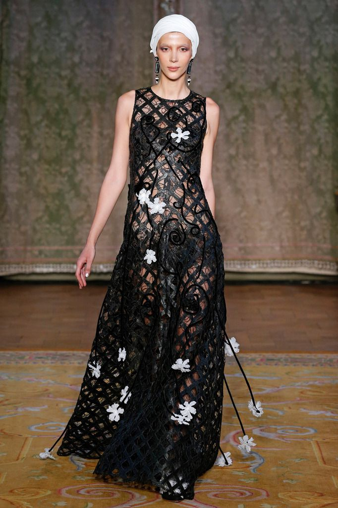 YOLANCRIS FALL 2019 COUTURE COLLECTION, PFW