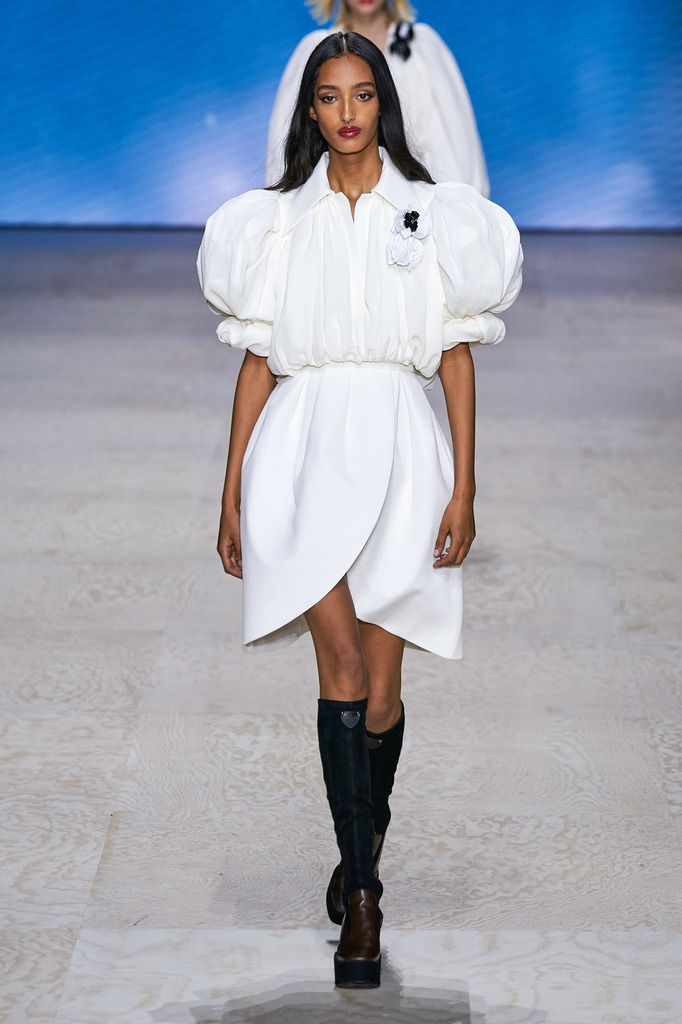 VIDEO / LOUIS VUITTON SPRING SUMMER 2020 RTW COLLECTION BY NICOLAS GHESQUIÈRE AT THE LOUVRE DURING PARIS FASHION WEEK