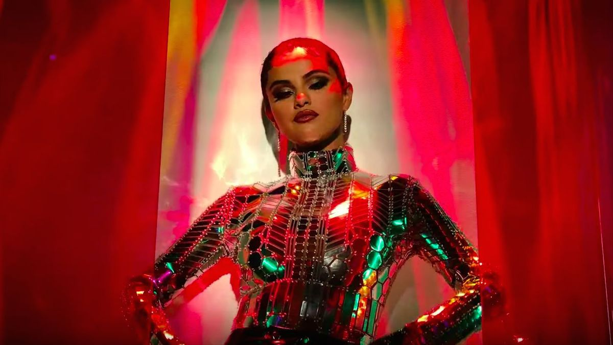 SELENA GOMEZ - LOOK AT HER NOW (OFFICIAL VIDEO)
