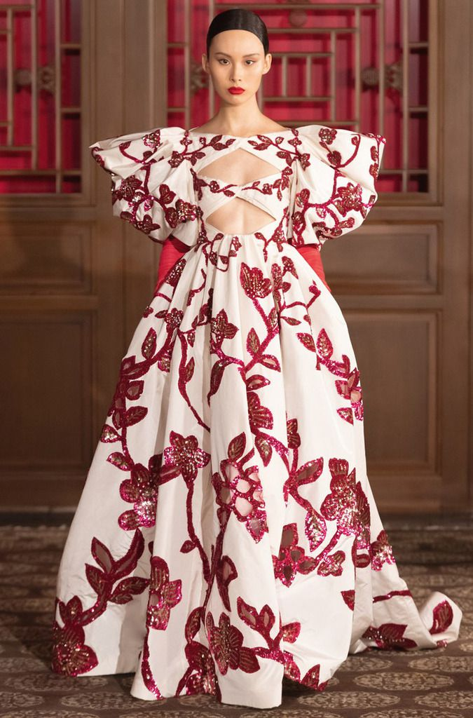 DISCOVER THE VALENTINO HAUTE COUTURE COLLECTION PRESENTED IN BEIJING, BY PIERPAOLO PICCIOLI