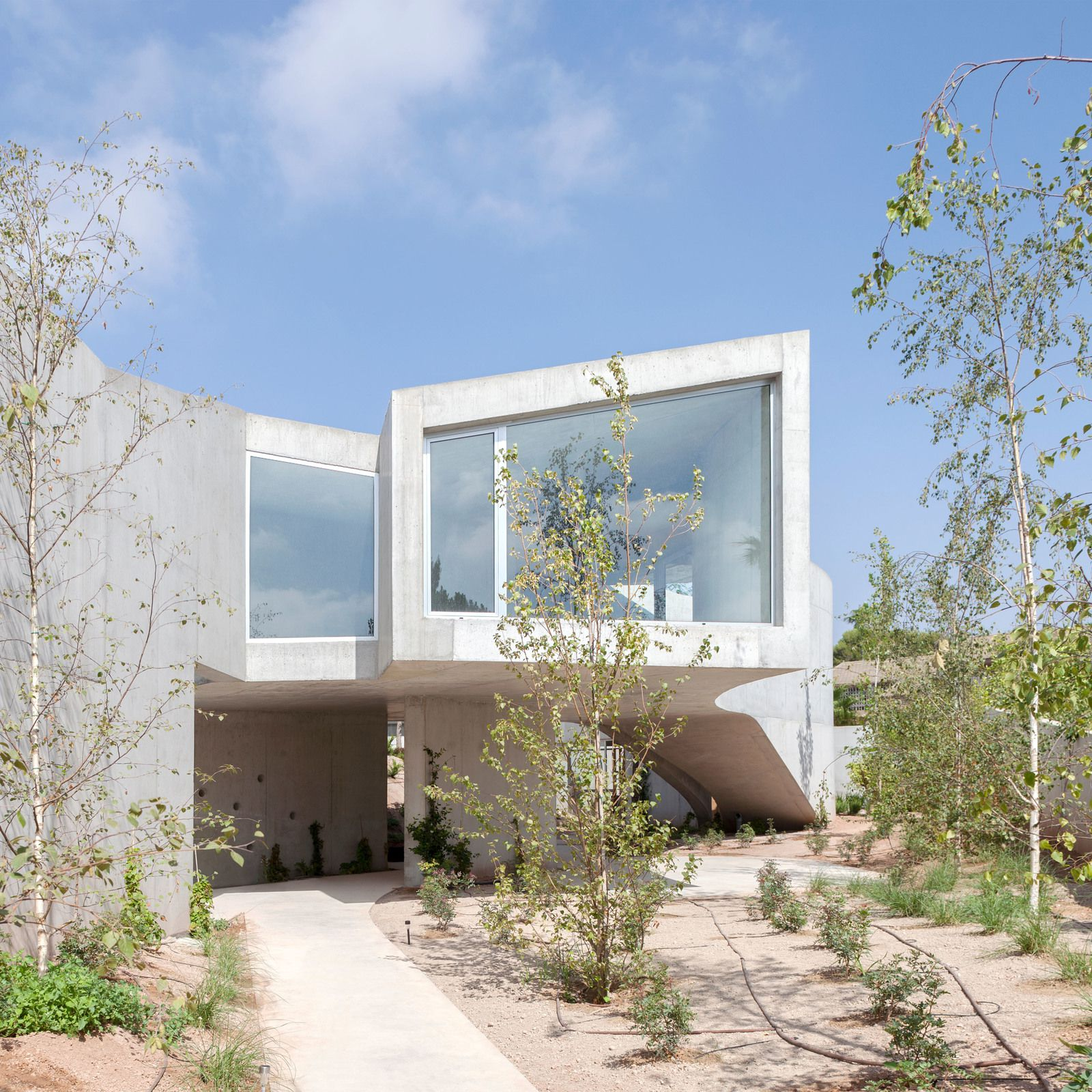 TOTO HOUSE, IN SAN VICENTE DEL RASPEIG, SPAIN, DESIGNED BY GRUPO ARANEA