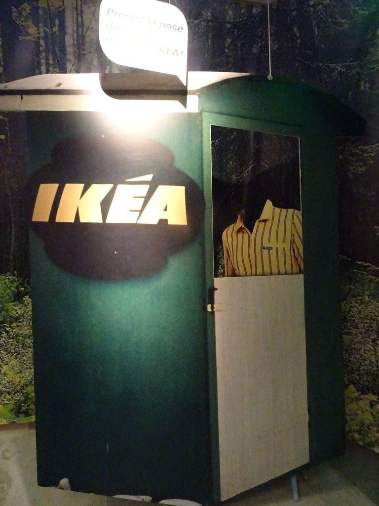 Pour poser en vendeur Ikea