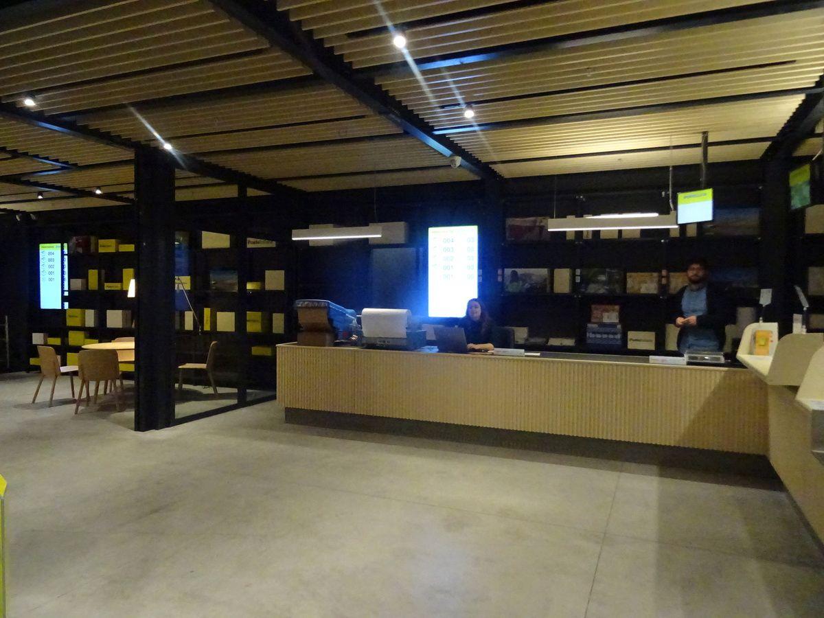 Le bureau de poste vu de l'intérieur