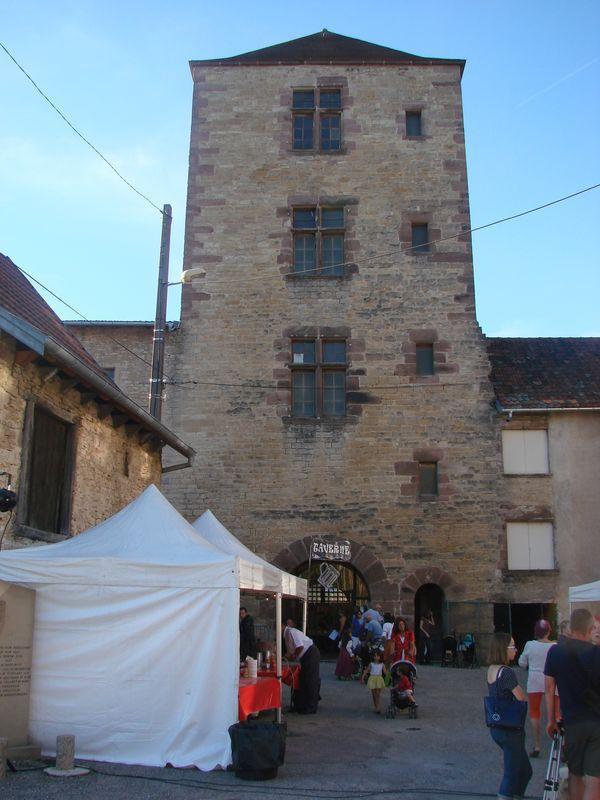 La troupe médiévale des compagnons de la Vouivre à la fête moyen age 2018 du château d'Héricourt