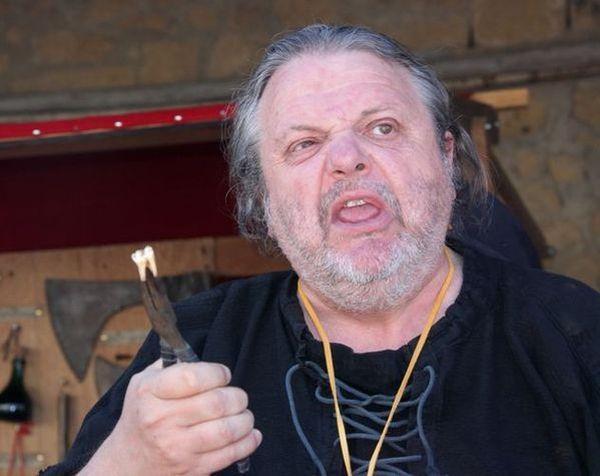 medieval moyen age compagnons vouivre arrache dent saignée spectacle