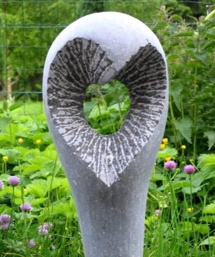 """Sculpture """"Histoire d'Amour"""" réalisée par René Dumonceau en 2003 et offerte à son Ami Georges de Genève à l'occasion de son mariage.."""