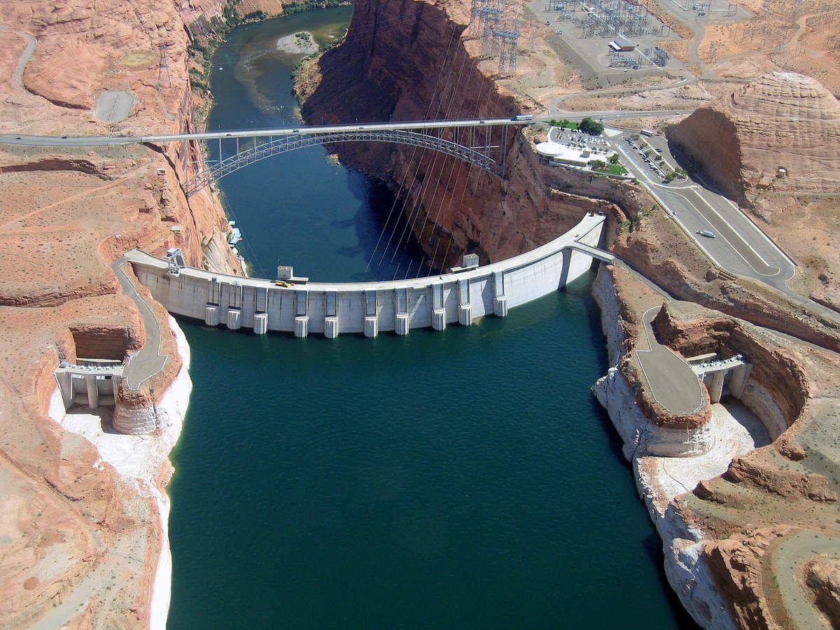Barrage hydroélectrique de Glen Canyon sur le Colorado (Etats-Unis)