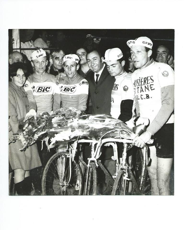 Robert Verdenal (à droite) en compagnie de Graczyk, Wolfshohl et Gérard Barcelonne. (Les Actus du Cyclisme)