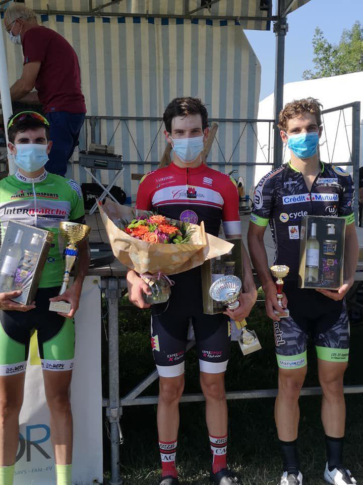 Le podium des seniors et juniors (photo : CA Castelsarrasin)