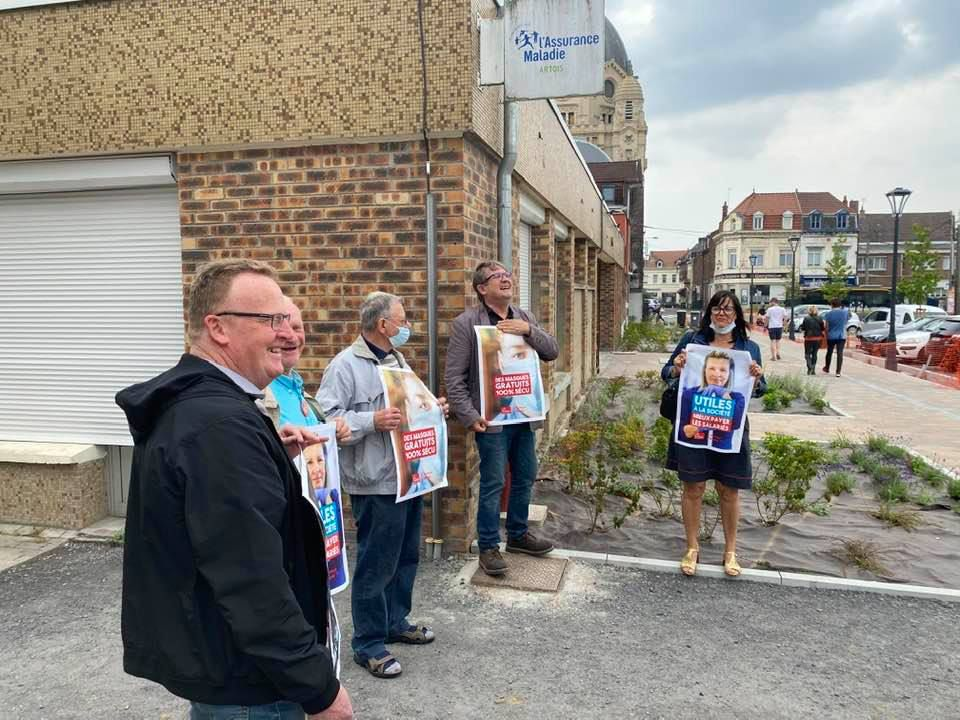 Gratuité des masques : une action des communistes devant la CPAM d'Hénin-Beaumont
