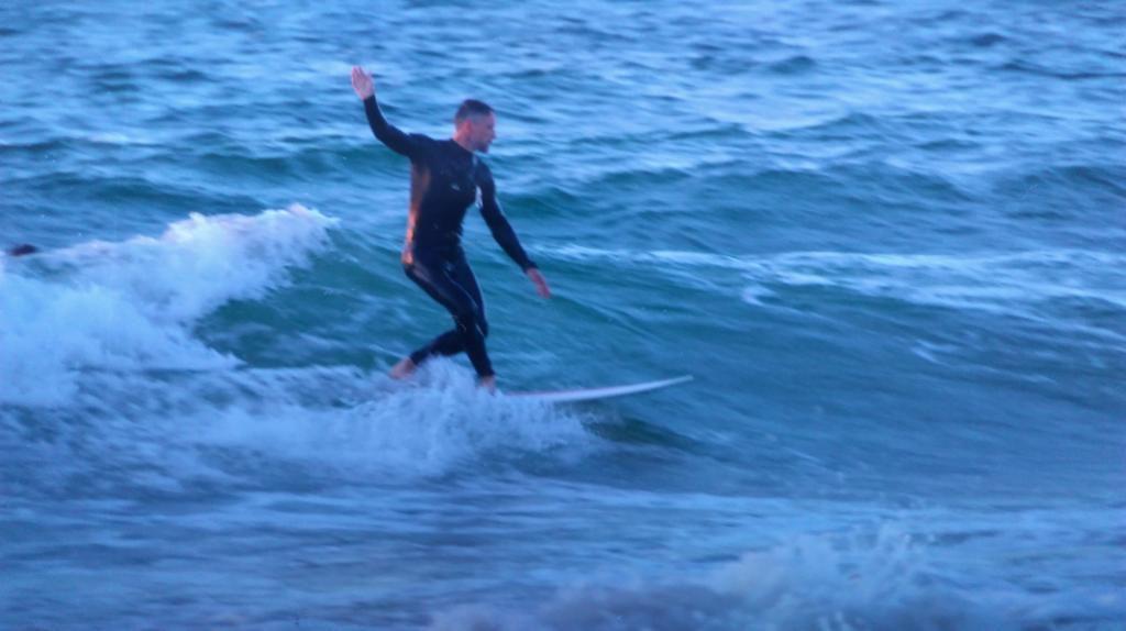 Grégoire fait du Surf !!!