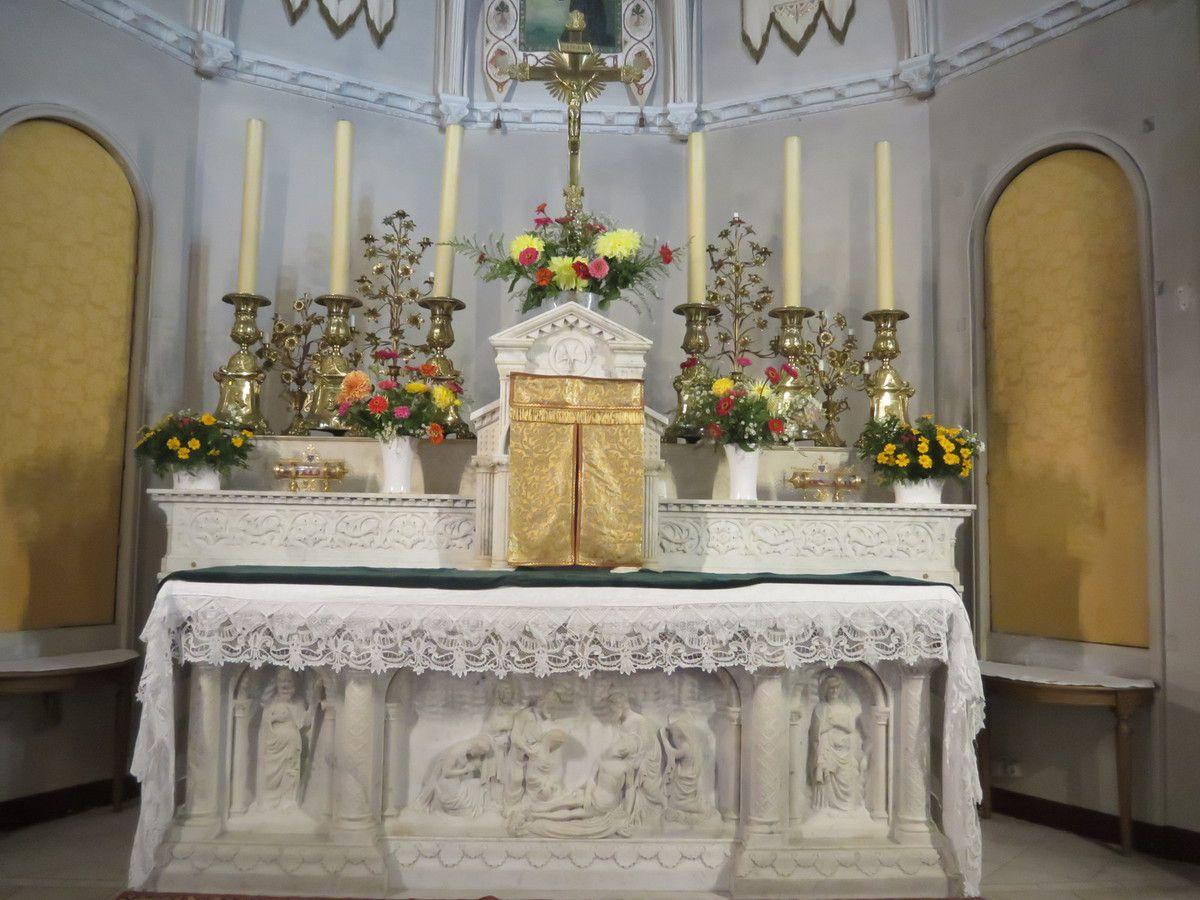 Les bouquets à la chapelle