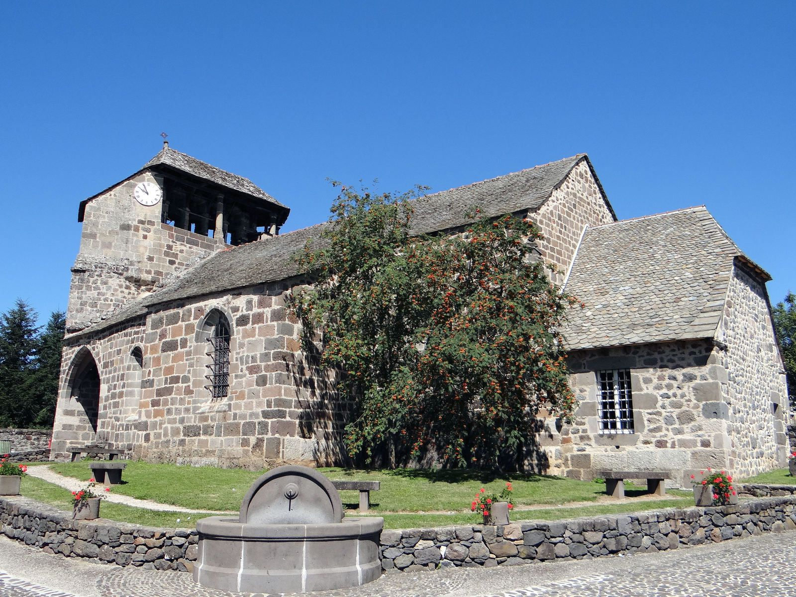 Eglise Saint Anthime à Brommat dans l'Aveyron. XII siècle