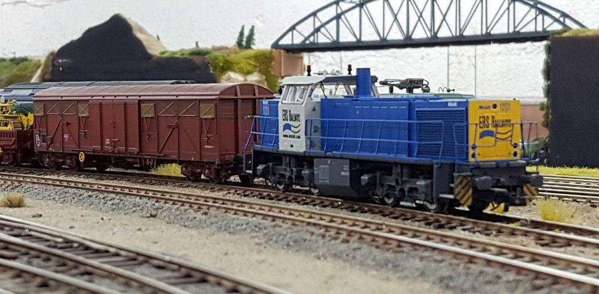 Dans le triage de Noisy-le-Petit, un nouvel opérateur ferroviaire a fait son apparition avec la loc diesel-hydraulique MaK 1201 Sandra.