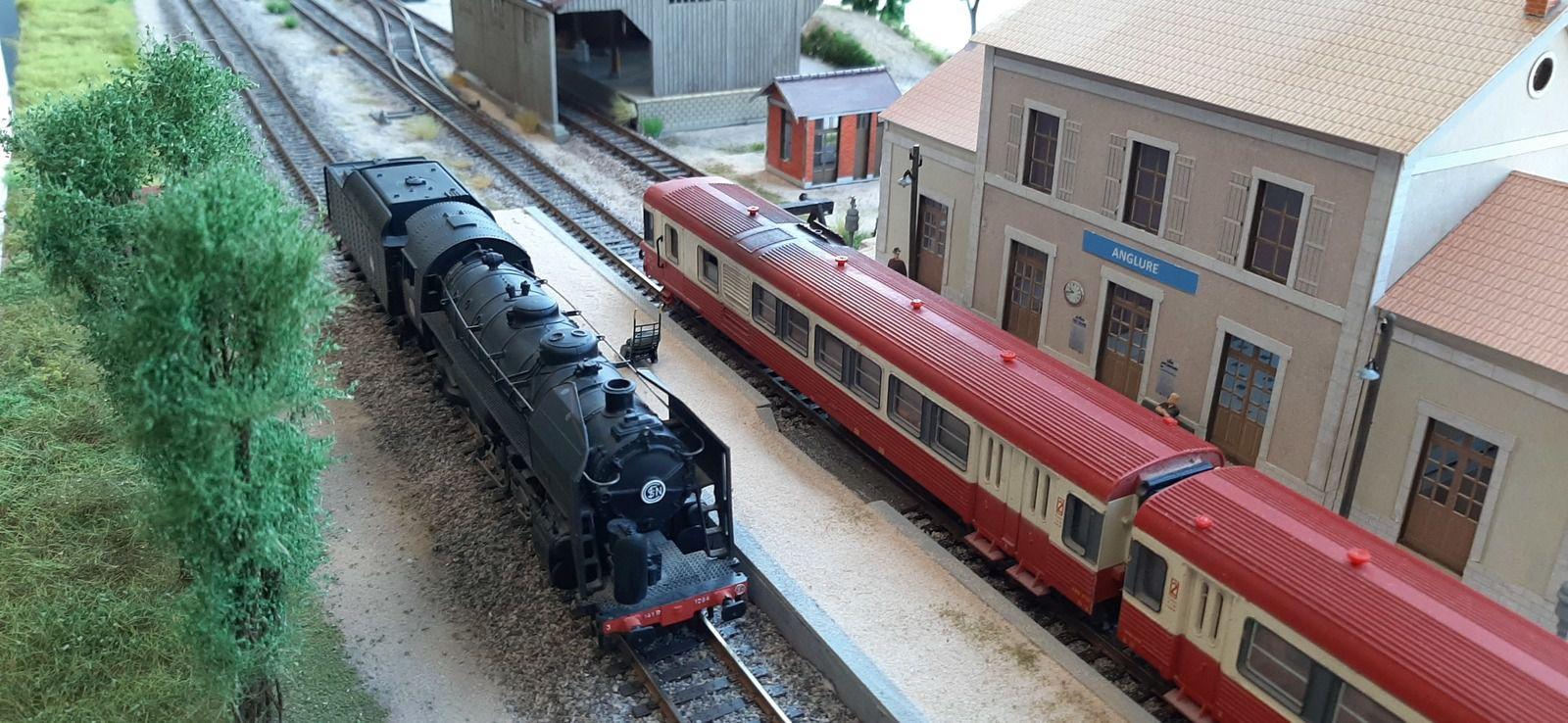 Croisement d'une 141R et d'un EAD en gare d'Anglure