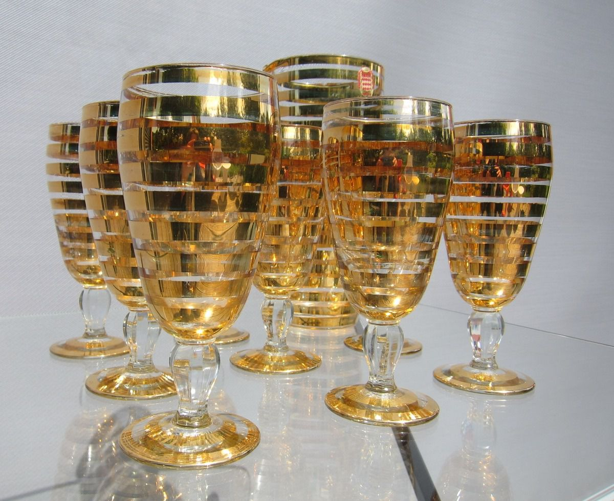 FRENCH VINTAGE 1950 SET OF 8 GLASSES AND A CARAFE WITH GOLD STRIPS