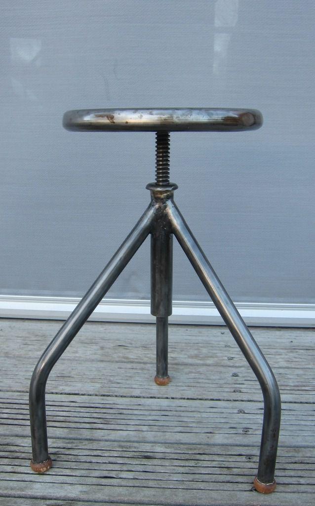 tabouret tripode metal d 39 atelier reglable 150 euros hamdesign. Black Bedroom Furniture Sets. Home Design Ideas