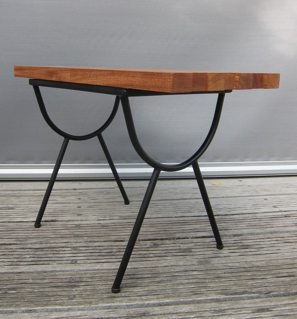 TABLE BASSE 1950 ASYMETRIQUE - 170 euros