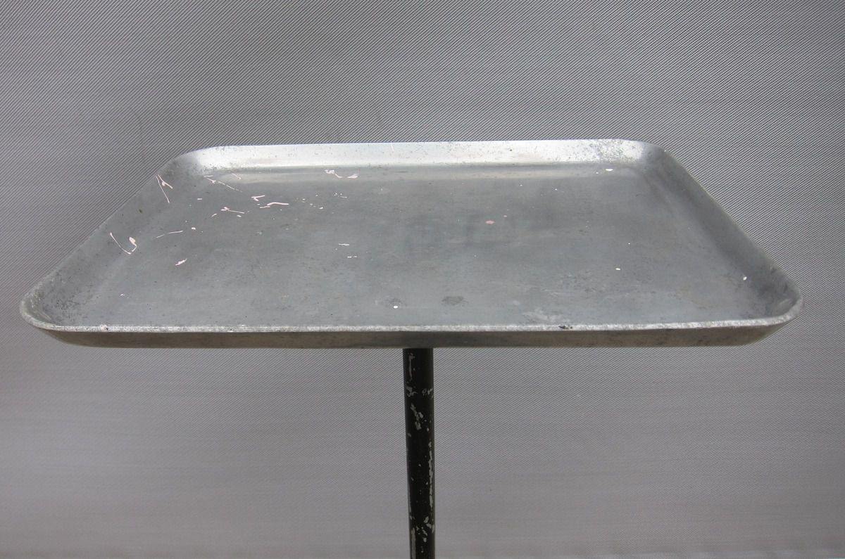 TABLE DESSERTE ROULANTE DENTISTE 1930 -  300 euros